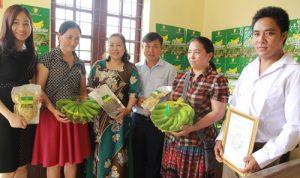 Làm nhãn hiệu cho quả chuối, nhà nông Lào Cai kiếm thêm bộn tiền